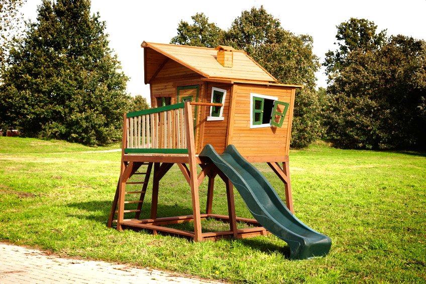 Kinder-Holz-Spielhaus Axi MAX Comic Kinderspielhaus auf Stelzen, Rutsche