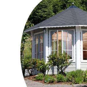 holzpavillon der feste r ckzugsort im romatischen garten pavillon garten laube aus holz. Black Bedroom Furniture Sets. Home Design Ideas