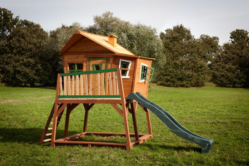 Spielhaus Holz Mit Rutsche Und Sandkasten ~   Holz Spielhaus Axi «MAX» Comic Kinderspielhaus auf Stelzen, Rutsche