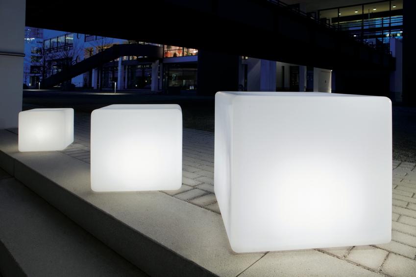 gartenlampe aussenlampe cube mit d mmerungsschalter eckige leuchte gartenm bel fachhandel. Black Bedroom Furniture Sets. Home Design Ideas