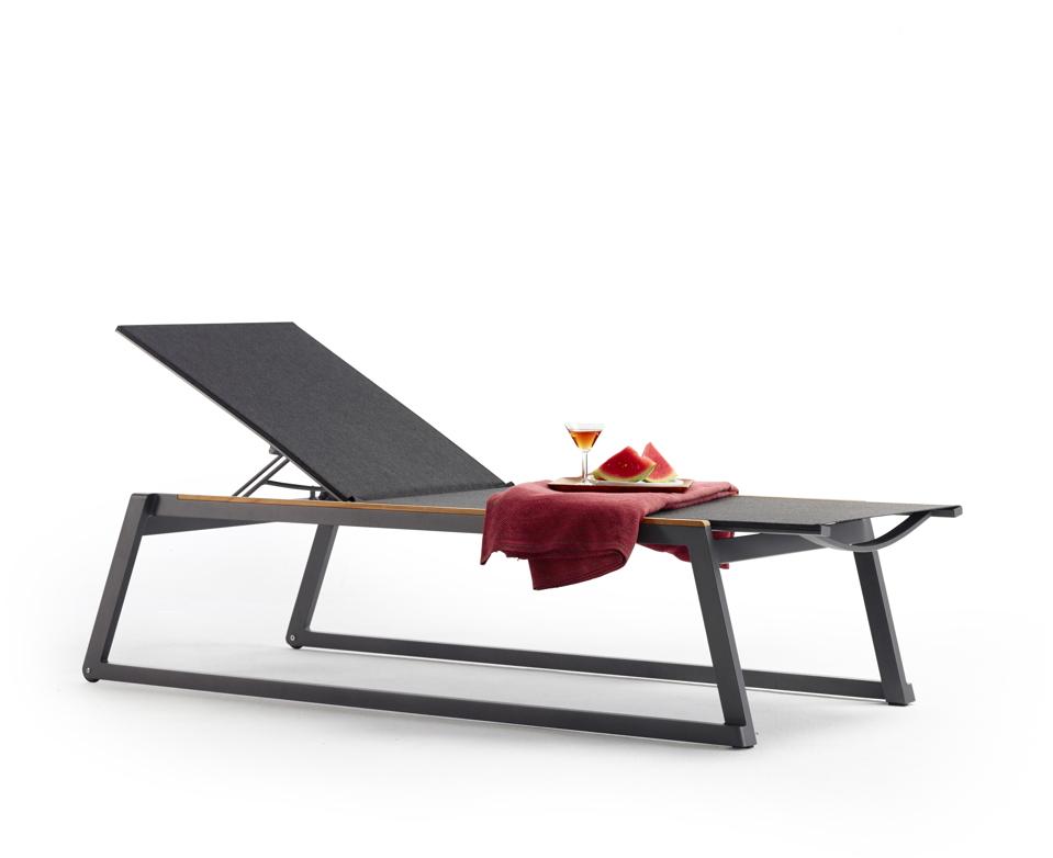 gartenliege solpuri foxx liege anthrazit aluminium teakholz gartenm bel fachhandel. Black Bedroom Furniture Sets. Home Design Ideas