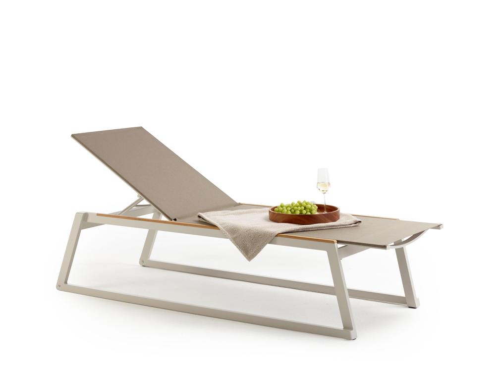 gartenliege solpuri foxx liege taupe aluminium teakholz gartenm bel fachhandel. Black Bedroom Furniture Sets. Home Design Ideas