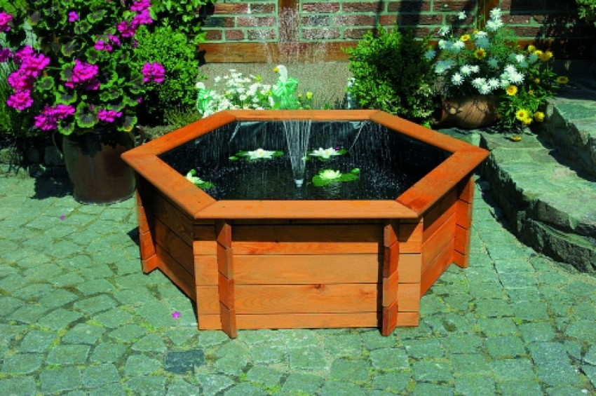 gartenteich promadino hochteich wasserspiel mit pflanzzone holzbrunnen rund zierbrunnen. Black Bedroom Furniture Sets. Home Design Ideas