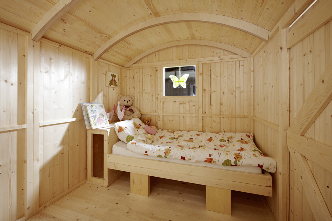 kinderspielhaus camping bauwagen holz stelzen gartenhaus. Black Bedroom Furniture Sets. Home Design Ideas