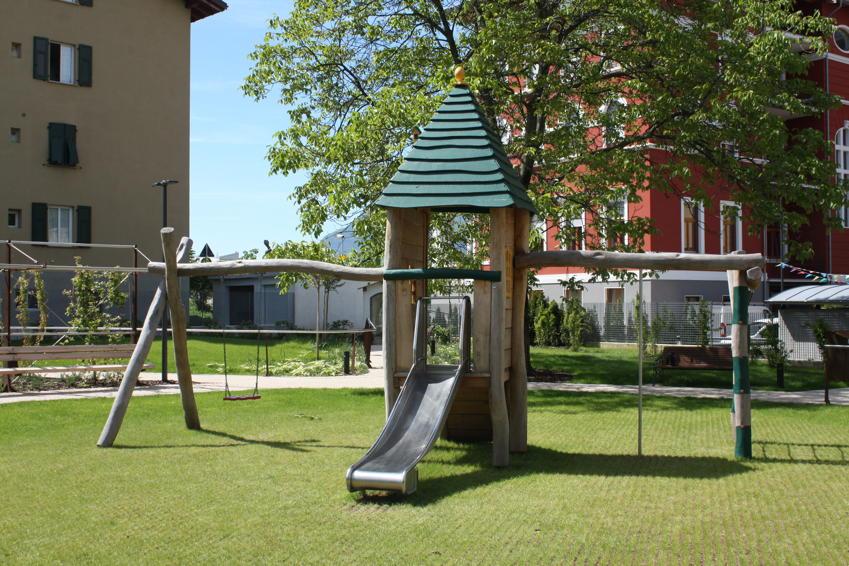 Kletterdreieck Garten : Klettergerüst din en 1176 «country spielhaus auf stelzen rutsche